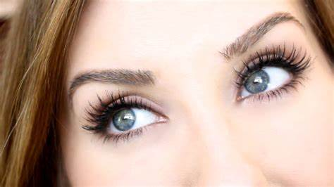Boosts Growth Of Eyelashes